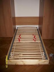sklopená postel<br/>sklopené lůžko - jen položit matraci a spát