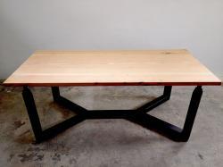 Designový jídelní stůl 4 nohy
